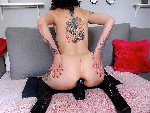 Tattooed – Goth tattooed girl Slut_lucy penetration big black dildo anal only