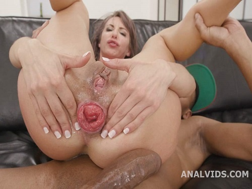Vicky Sol – Skinny pornstar Vicky Sol first show her sweet anal prolapse