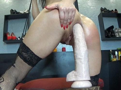 Closeup – Beautiful monster size dildo rough penetration with hot hungarian MILF BIackangel