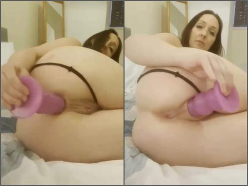 Webcam – Crazy MILF penetration pink butt plug deep in pussy and asshole