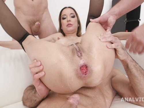Anal Insertion – Sexy pornstar Francys Belle dap sex and peeing domination part1