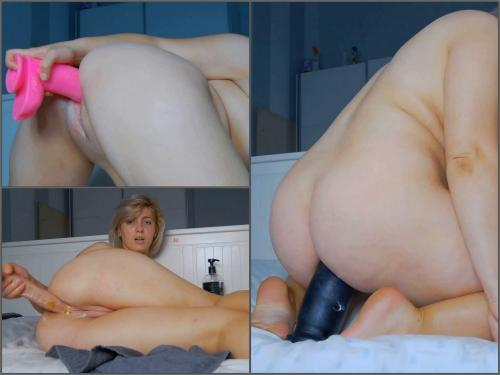 Dildo Porn – Fatty blonde girl Hoot_andreeaxxx spit fetish and rides on a giant toys