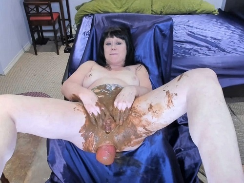 Prolapse Porn – Perverted tattooed scat MILF penetration shocking bosshog dildo in prolapse anal