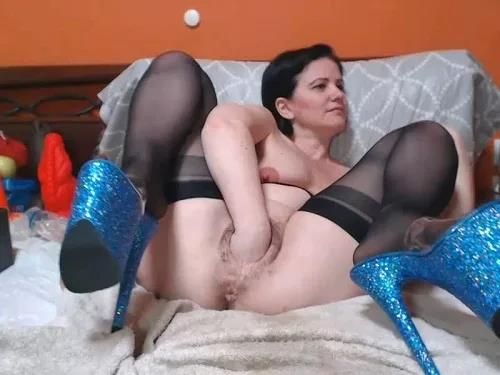 Closeup – Saggy tits Analvivian with red nipples try deep fisting sex