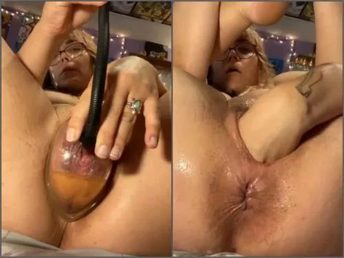 Anal pumping – Peeing during anal and vaginal pump in one moment